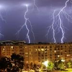 震え上がってしまいそうな怖美しいセルビアの稲妻